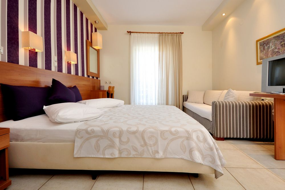 Quadraple rooms the boutique louloudis hotel spa thassos for Boutique hotel characteristics